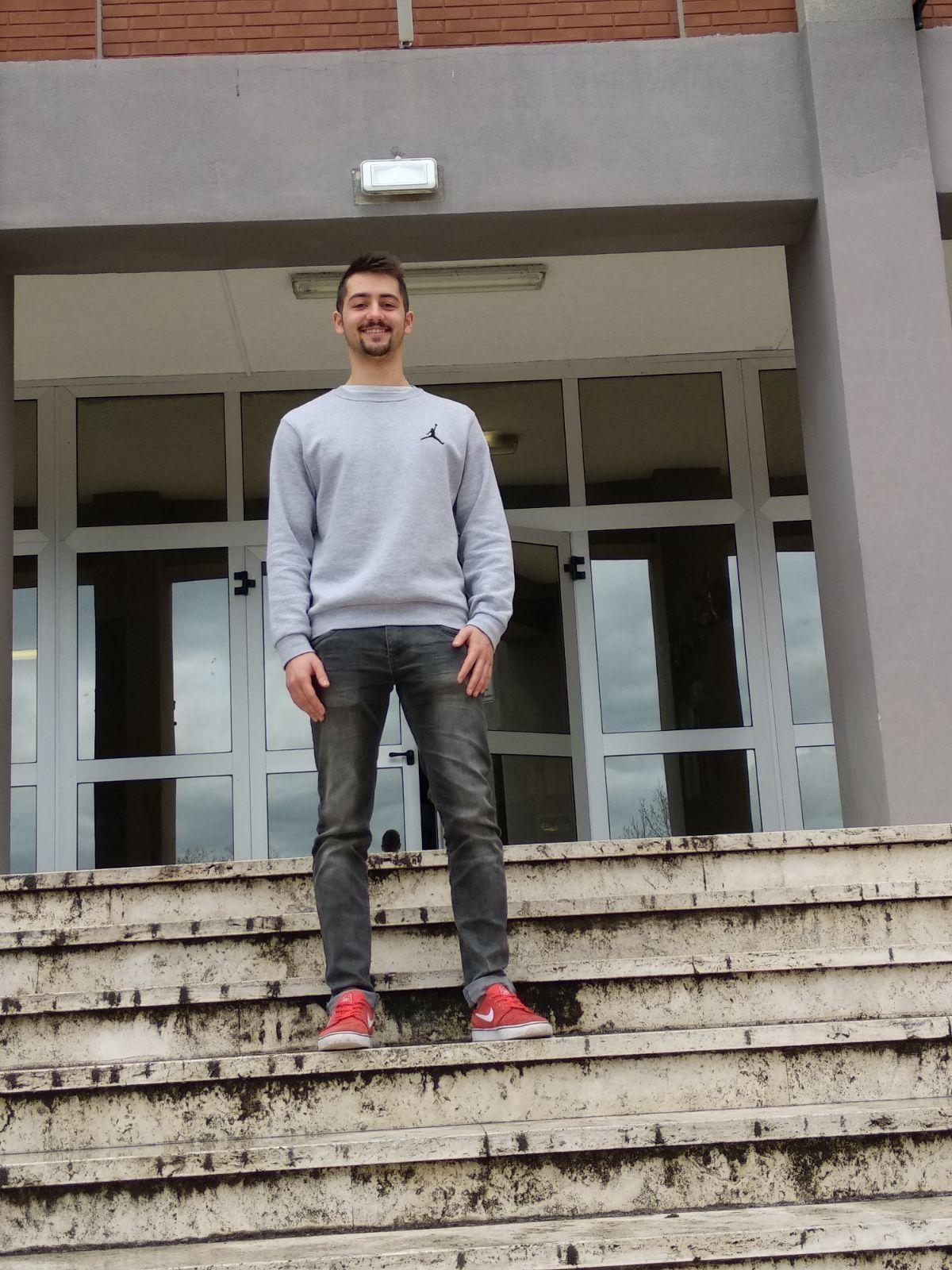 L'EX STUDENTE MATTIA NALDONI SI AGGIUDICA LA BORSA DI STUDIO DELLA FONDAZIONE OCCHIALINI